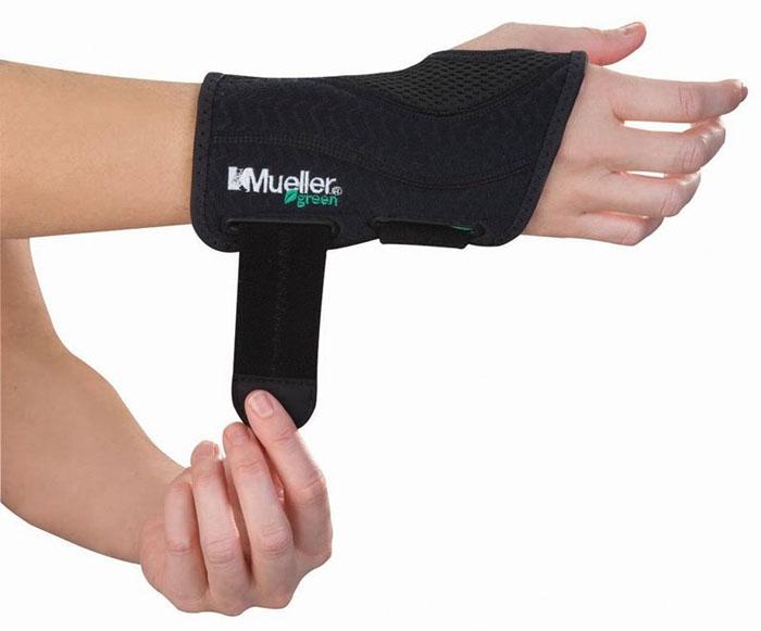 Mueller Sports Medicine Ortéza na zápěstí MUELLER Green, Fitted Wrist Brace, S-XL